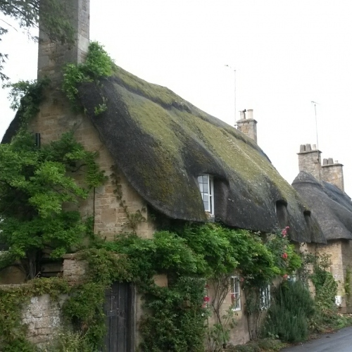 Guided walking in Cotswolds- typical Cotswolds Cottages