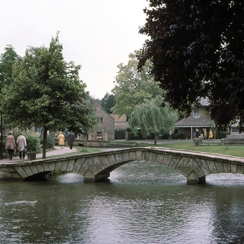 Guided walking in Cotswolds - Bourton on the Water