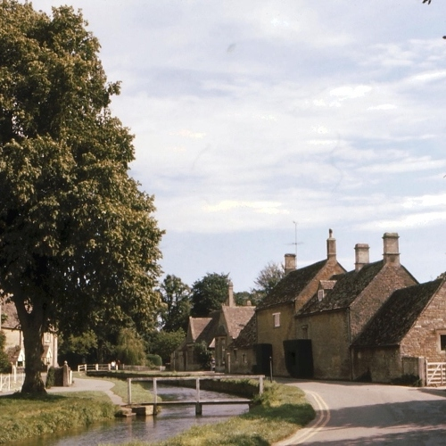 Guided walking in Cotswolds - by the river