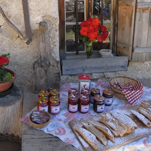 Guided walking in Dolomites -Local Dolomites food on display