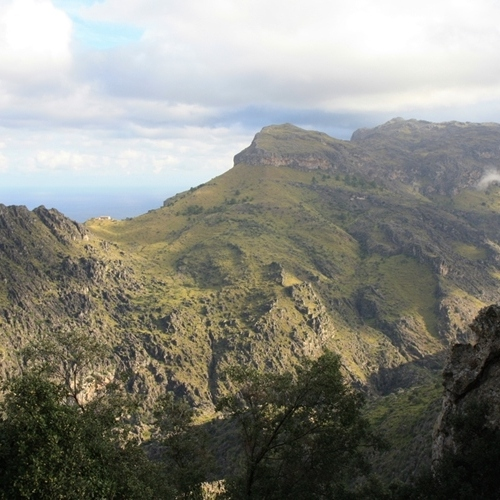 Guided walking in Majorca - a mountain scene